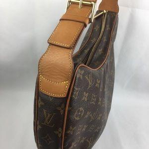 Louis Vuitton Bags - 💋STUNNING💋ZIPPERED HOBO 😍LOUIS VUITTON
